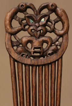 HERU Haircomb MAORI New Zealand                                                                                                                                                                                 More Maori Patterns, Tribal Hair, Polynesian Art, Maori Designs, Driftwood Sculpture, Maori Art, Hip Hop Art, Kiwiana, Art Carved