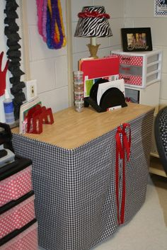 Lots of great red/black classroom décor ideas!