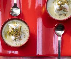 Für Verliebte: Artischocken-Cremesuppe mit Oliven und Mandeln! Artischocken gelten als erotisch anregend. Ob das stimmt, muss jeder selbst probieren.