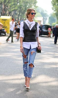 Street Style - Helena Bordon com top de couro + jeans destroyed no MFW