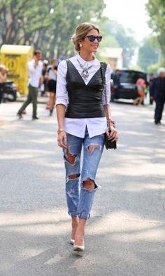 Street Style - Helena Bordon com top de couro + jeans destroyed no MFW