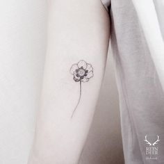 15 Of The Smallest, Most Tasteful Flower Tattoos – Small Tattoos Blog for Men and Women