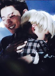 bts suga & chanyeol. BIASES HUG EACH OTHER. I SHOULD BE IN THE MIDDLE.  Nvm this is jonghyun