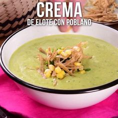Video de Crema de Elote con Poblano Nothing better to start your meal than with this rich corn cream with poblano, its unique flavor and creamy texture will fascinate you. Authentic Mexican Recipes, Mexican Food Recipes, Soup Recipes, Vegetarian Recipes, Cooking Recipes, Healthy Recipes, Bread Recipes, I Love Food, Good Food