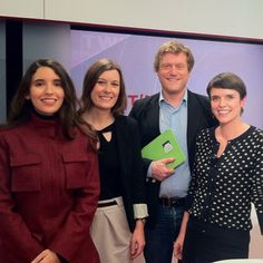 """Plateau TV - Public Sénat : """"Les femmes et le numérique"""" avec Natacha Quester-Séméon, Benoît Thieulin, @laure_MTM (émission de Caroline Deschamps) #girlpower3 #tv #LPCN Laura Lee, Plateau Tv, Benoit, Public, Tights, Women"""