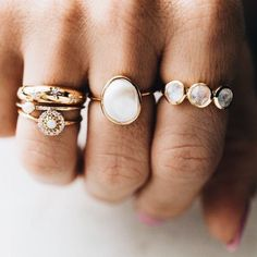 Black Diamond Engagement Ring Set Floral Vintage Matching Rings Two Tone Gold Engagement Rings - Fine Jewelry Ideas, Diy Abschnitt, Boho Jewelry, Wedding Jewelry, Jewelry Rings, Jewelry Accessories, Fine Jewelry, Fashion Jewelry, Women Jewelry, Wedding Rings, Jewelry Ideas