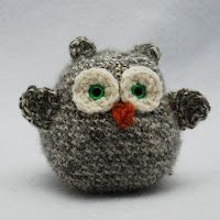 The Itsy Bitsy Spider Crochet: Free Pattern Sunday: Small Owl by Edie Kim - and also the cutest thing I've seen all day.