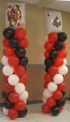 Pilares con globos y barajas para fiesta tema casino. Fète Casino, Casino Cakes, Casino Night, Casino Theme Parties, Casino Party, Party Themes, Vegas Party, Party Ideas, Balloon Columns