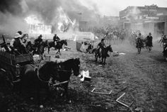 August Missouri guerrillas burn Lawrence Kansas to the ground. American Civil War, American History, Old Pictures, Old Photos, Bill Anderson, Lawrence Kansas, Civil War Art, Missouri River, The Settlers