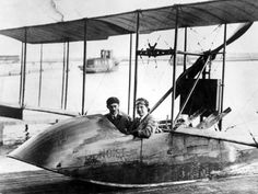 Pilot Tony Jannus (left) at the controls of a Benoist Type XIV bi-wing seaplane (© Florida Photographic Collection / Wikimedia Commons)