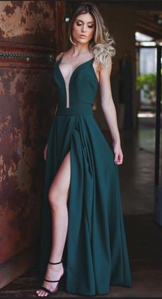 Plunging Neck Green Prom Dress with Slit #prom #promdress #dress #eveningdress #evening #fashion #love #shopping #art #dress #women #mermaid #SEXY #SexyGirl #PromDresse