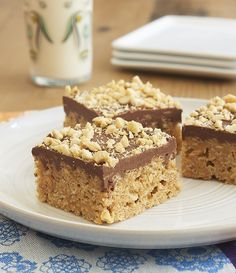Honey and peanut butter stand in for marshmallows in these irresistible Chocolate Peanut Butter Crispy Treats. - Bake or Break (Chocolate Butter Rice Krispies) Malt Loaf, Peanut Butter Crispy Treats, Peanut Butter Chips, Loaf Recipes, Cereal Recipes, No Bake Desserts, Dessert Recipes, Delicious Desserts, Chocolate Thermomix
