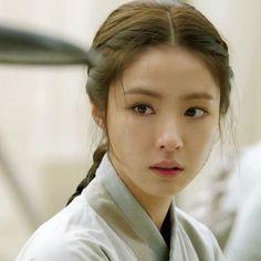 "shin se kyung the best on Instagram: ""once BoonYi always BoonYi #BlackKnightTheManWhoGuardsMe #kbs2 #namooactors #theblackknight #blackknight #흑기사 #shinsekyung #신세경…"" Korean Actresses, Korean Actors, Actors & Actresses, Shin Se Kyung, Lee Sung Kyung, Korean Beauty, Asian Beauty, Dramas, Yoo Ah In"