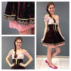 Hoje tem mais um look de #oktoberfest aqui no Posthaus.com! A Angela arrasou com esse traje de veludo, concordam?  Sabiam que mais de 270mil pessoas já vieram curtir a festa? Ein Prosit!!  #oktoberfestblumenau