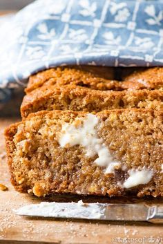 Use this Amish Friendship Bread Starter Recipe as a base for many sweet breads, dinner rolls, and muffins. Hints for storing & using the sourdough starter. Friendship Bread Recipe, Friendship Bread Starter, Amish Friendship Bread, Friendship Cake, Amish Recipes, Bread Recipes, Sweet Recipes, Starter Recipes, Sourdough Recipes