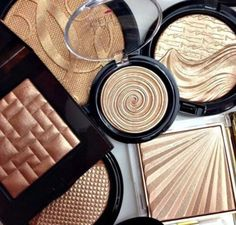 Make-up: makeup palette, makeup brushes, bronzer, make up palette, makeup palettes, eyeshadow palette, gold highlight, gold, glitter, chanel, mac cosmetics, laura, nude, beige - Wheretoget
