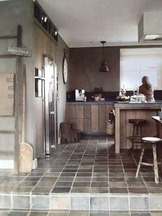 Robuuste Eiken houten keuken. Color by Gritti van Carter Colori. Wonen landelijke stijl