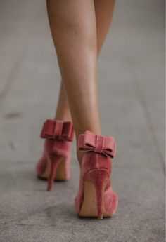 Terciopelo rosa Velvet Shoes, Dance Shoes, Ballet, Fashion, Templates, Shoes, Pink, Dancing Shoes, Moda