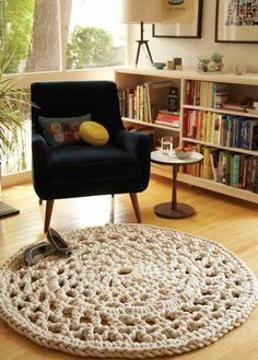 The Wool Acorn: Crochet Rugs - I will be making one! Crochet Carpet, Crochet Home, Diy Crochet, Crochet Doilies, Crochet Rugs, Knitted Rug, Blanket Crochet, Crochet Granny, Hand Crochet