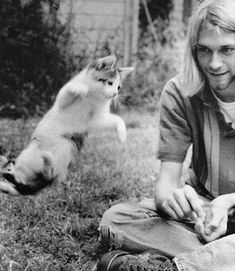 This very rare photo of Kurt Cobain shows him playing with his kitten!