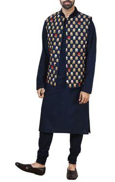 Buy Designer Nehru Jackets for Men - Aza Fashions Nehru Jacket For Men, Waistcoat Men, Nehru Jackets, Men's Jackets, Indian Groom Wear, Indian Suits, Traditional Jacket, Traditional Styles, Modi Jacket