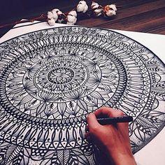 Image via We Heart It https://weheartit.com/entry/151058469/via/16925882 #art #desenho #drawing #mandala