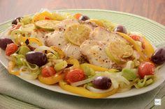 Confira esta receita de cação de forno com legumes, que além de ficar muito saboroso, é uma opção mais saudável e diferente para servir peixe no dia a dia!