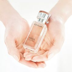 Squalane which protects skin from UV rays and dryness, is a special property, contained in sebum.  Using along with abundant amount of toner to maximize your skin power.  #Squalane #HABASqualane #ハーバー #pureroots #nonadditive #additivefree #無添加主義 #squalaneskincare #HABAbeauty #naturalbeauty #skincaretrend #HABA