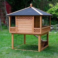 Rabbit Hutch Pagoda with Run at zooplus Guinea Pig Hutch, Bunny Hutch, Guinea Pigs, Rabbit Habitat, Outdoor Rabbit Hutch, Rabbit Life, Small Rabbit, Rabbit Cages, Large Rabbits