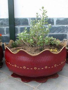Vaso com pneu velho deixa seu jardim mais bonito (Foto…