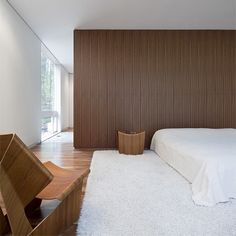 Image 9 of 17 from gallery of Record House Revisited / David Jameson Architect. Photograph by Paul Warchol Photography Minimalist Furniture, Minimalist Home Decor, Minimalist Interior, Minimalist Bedroom, Modern Bedroom, Web Design, Design Ideas, Interior Architecture, Interior Design