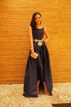 2-piece outfit: Vania Romoff. Belt: Vera Wang.