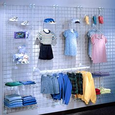 Wire grid, an inexpensive wall / floor display system – Store Fixtures – Fixtures 2020 Boutique Interior, Boutique Design, Clothing Store Displays, Clothing Store Design, Kids Clothing, Baby Store Display, Fashion Displays, Store Fixtures, Boutique Stores