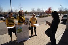 Bee Safe Neighborhoods busy at work protecting bees and urging Lowe's to stop selling bee-killing pesticides. Photographer: Greg Robinson