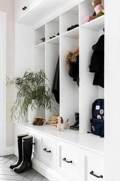 Transitional millwork style reference / Idea for row of drawers instead of cabinets at base for toy store 8 Fun and Functional Mudroom Ideas for a Super-Organized Your Home Storage Entryway Fresh Farmhouse, Farmhouse Design, Modern Farmhouse, New York Homes, New Homes, Vestibule, Piece A Vivre, Home Renovation, Farmhouse Renovation