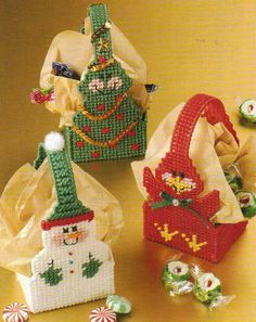 Christmas Mini Baskets Plastic Canvas Pattern from AnnieS