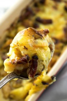 Tartiflette (French Potatoes and Cheese) FRENCH TARTIFLETTE RECIPE filled with cheesy reblochon, lardons (bacon) and everything delicious! Easy to make and such a cozy Fall & Winter dinner recipe. Winter Dinner Recipes, Easy Dinner Recipes, French Recipes Dinner, French Food Recipes, Dinner Ideas, French Desserts, French Vegetarian Recipes, Tartiflette Recipe, French Potatoes