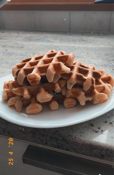 Voilà des gaufres super bonne et si vous voulez la recette elle est sur notre site ;) Breakfast, Food, Waffles, I Want You, Recipe, Meal, Eten, Meals, Morning Breakfast