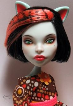 Mattel-Monster-High-Scarah-Screams-OOAK-doll-Repaint