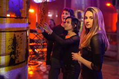 New images from Divergent featuring Shailene Woodley, Miles Teller, Zoe Kravitz, Theo James, and author Veronica Roth's cameo. What Is Divergent, Watch Divergent, Divergent 2014, Divergent Trilogy, Divergent Insurgent Allegiant, Divergent Fandom, Divergent Dauntless, Shia Labeouf, Jake Gyllenhaal