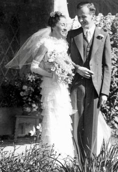 1930s Wedding, Vintage Weddings, Wedding Bride, Wedding Gowns, Classic Style, Classic Fashion, Vintage Photos, Wedding Styles, One Shoulder Wedding Dress