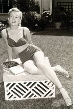Marilyn Monroe  - love the sandals
