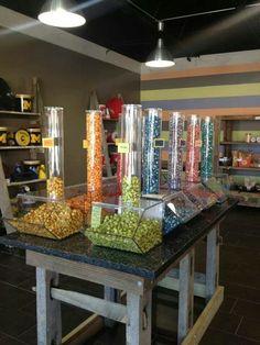 Gourmet Popcorn, Popcorn Recipes, Snack Recipes, Popcorn Store, Popcorn Packaging, Popcorn Balls, Fruit Shop, Kettle Corn, Luxury Food