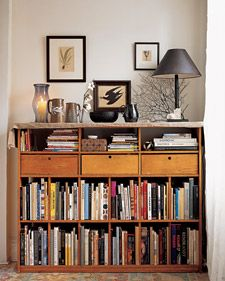 """See the """"The Office Inspiration"""" in our Home Tour: Brooklyn Apartment gallery Small Bookshelf, Bookshelves, Bookcase, Moderne Lofts, Bookshelf Organization, Brooklyn Apartment, Interior Decorating Tips, Home Libraries, Retro Home Decor"""