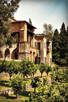 Jardines de Yuste Extremadura es un destino para compaginas gastronomía, naturaleza y cultura. Monasterio de Yuste, Comarca de La Vera, Cáceres  elegido por Carlos V como ultima morada.