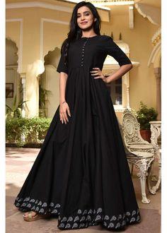 Shop Black Cotton Dress With Border from Shoprapy ! Kalamkari Dresses, Salwar Dress, Anarkali Suits, Punjabi Suits, Frock Fashion, Fashion Dresses, Hijab Fashion, Simple Dresses, Casual Dresses