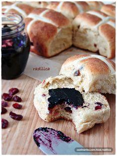 radilica — Coolinarika Good Morning Breakfast, Hot Cross Buns, Hamburger, Bread, Food, Brot, Essen, Baking, Burgers
