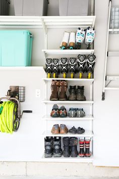 Are you someone that has a messing garage that is not prepared. Below are 42 garage storage ideas that will absolutely help you prepare your garage like a champ. Ikea Algot, Shoe Organizer Ikea, Garage Organization, Organized Garage, Organization Ideas, Workshop Organization, Workshop Ideas, Diy Garage Storage, Storage Ideas