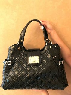 A classic tote bag style with the Versace logo icon touch. Beautiful black  patent leather 79ff5b9eb54a3