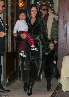 Kim and North match in chic all-black looks while lunching in NYC Kim Kardashian Photoshoot, Kim Kardashian Wedding, Kardashian Style, Kardashian Jenner, Kim Kay, Kim Kardashian And North, Kim And North, Dash Dolls, Kim K Style